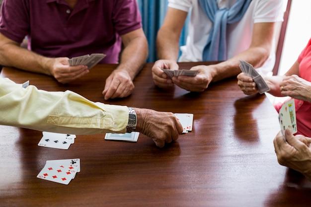Karty do gry dla seniorów