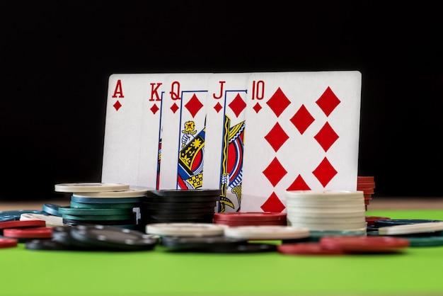Karty i żetony do pokera - zbliżenie