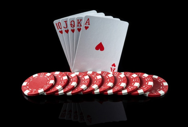 Karty pokerowe z kombinacją pokera królewskiego