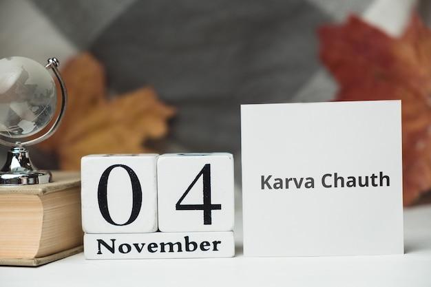 Karva chauth, wakacje w indiach. 04 listopada w kalendarzu wykonanym z białych kostek