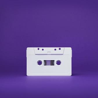 Kaseta magnetofonowa. vintage biała bateria magnetofonowa. stara kaseta magnetofonowa.