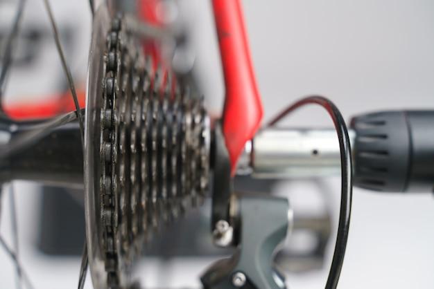Kaseta rowerowa z łańcuchem i dźwignią zmiany biegów