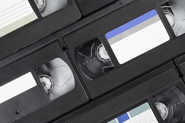 Kasety wideo. sterta nagrań na kasetach z czarną taśmą