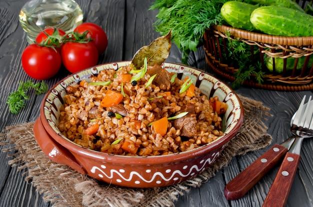 Kasza gryczana z mięsem i warzywami