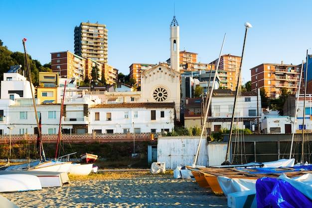 Katalońskie miasto na wybrzeżu morza śródziemnego. montgat