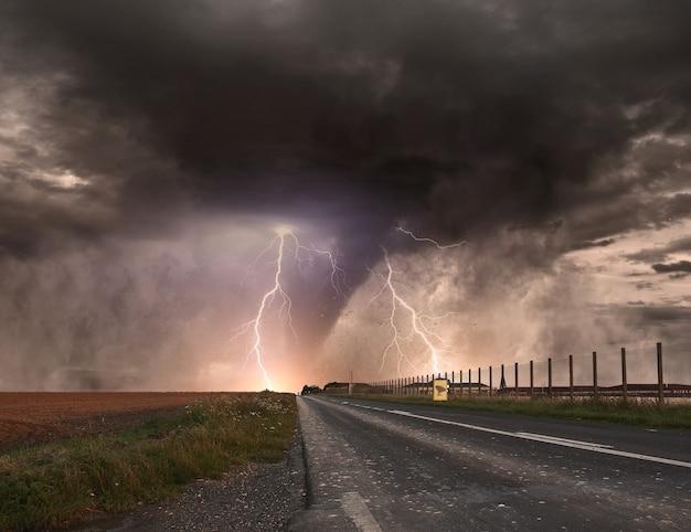 Katastrofa tornado