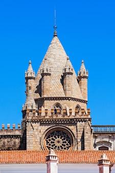 Katedra evora (se de evora) jest jednym z najstarszych i najważniejszych zabytków w mieście evora w portugalii