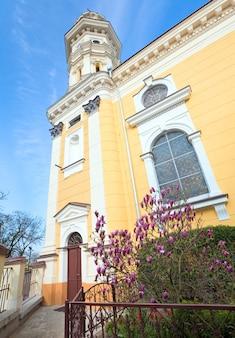 Katedra greckokatolicka (kościół ruski) w mieście użhorod (ukraina). zbudowany w xvii wieku.