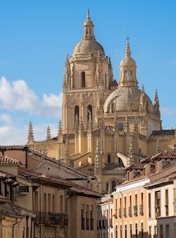 Katedra i historyczna architektura segovia, hiszpania