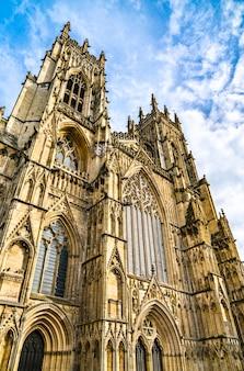 Katedra i kościół metropolitalny świętego piotra w yorku. anglia, wielka brytania