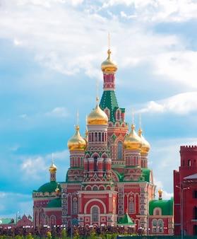 Katedra najświętszej marii panny w joszkar-ola w rosji.