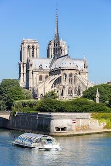 Katedra notre dame paryż z rejsem