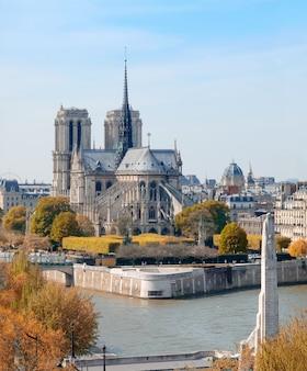 Katedra notre-dame w paryżu, widok z lotu ptaka