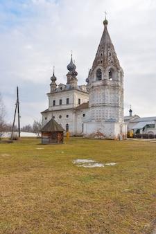 Katedra św. michała archanioła i dzwonnica w klasztorze michajło archangielsk