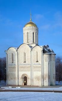 Katedra świętego demetriusza na vladimir w zimie