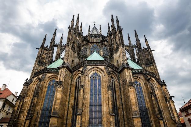 Katedra świętego wita w pradze, republika czeska. europejskie miasto, znane z podróży i turystyki