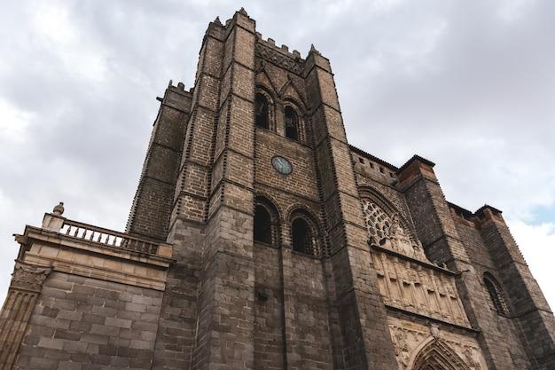 Katedra w avila widziana z dołu.