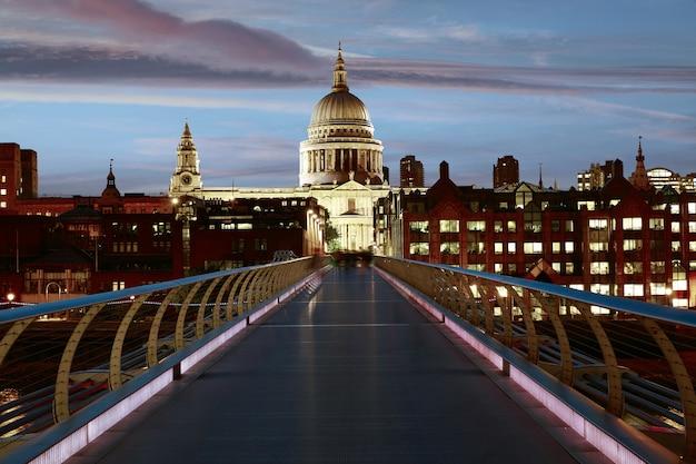 Katedra w londynie st paul pauls z millennium