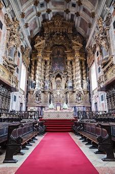 Katedra w porto (se do porto) jest jednym z najstarszych zabytków i jednym z najważniejszych zabytków romańskich w portugalii
