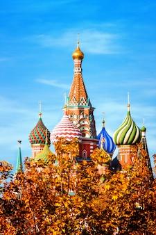 Katedra wasilij błogosławiony kościół na placu czerwonym w moskwie
