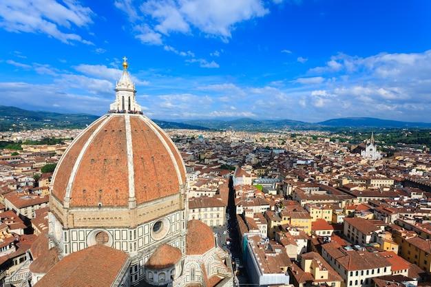 Katedra we florencji z dzwonnicy giotta, włoska panorama.