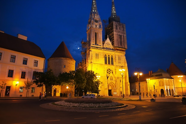 Katedra wniebowzięcia nmp w nocy, zagrzeb, chorwacja
