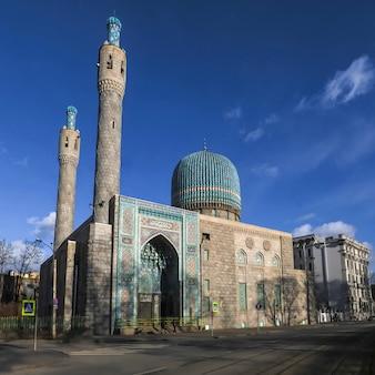 Katedralny meczet w orientalnym stylu w st. petersburg