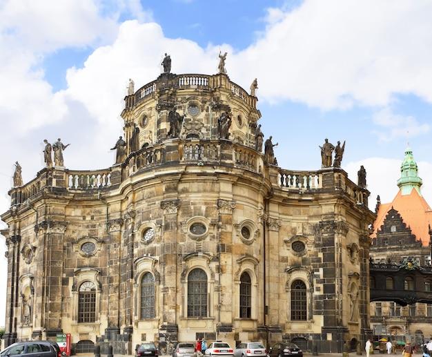 Katholische hofkirche -kościół katolicki królewskiego dworu saksonii.widok z tyłu.