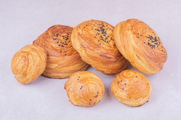 Kaukaskie tradycyjne bułeczki gogal z kminkiem
