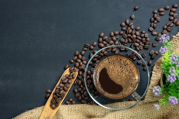 Kawa espresso w szklanym kubku.