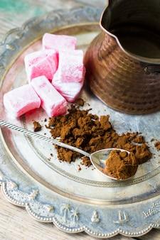 Kawa i arabskie słodycze