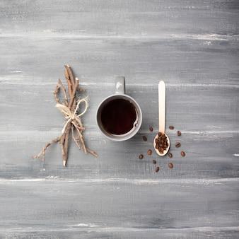 Kawa i gałęzie leżały płasko