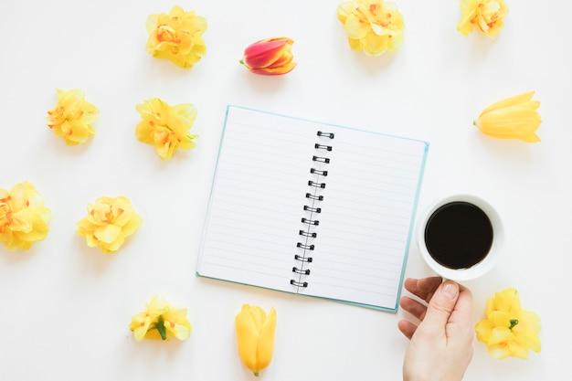 Kawa i kwiaty
