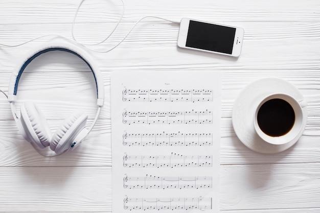 Kawa i przedmioty muzyczne