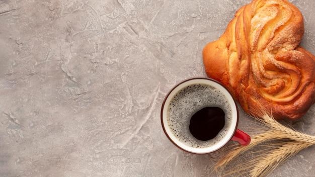 Kawa i pyszny domowy bajgiel