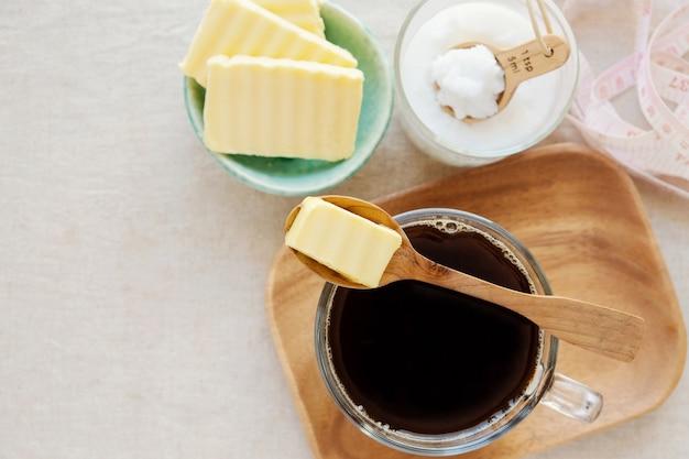 Kawa kuloodporna, zmieszana z masłem i olejem kokosowym, paleo, ketogeniczny napój