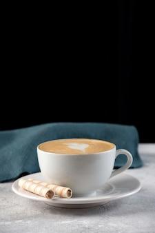 Kawa latte barista.