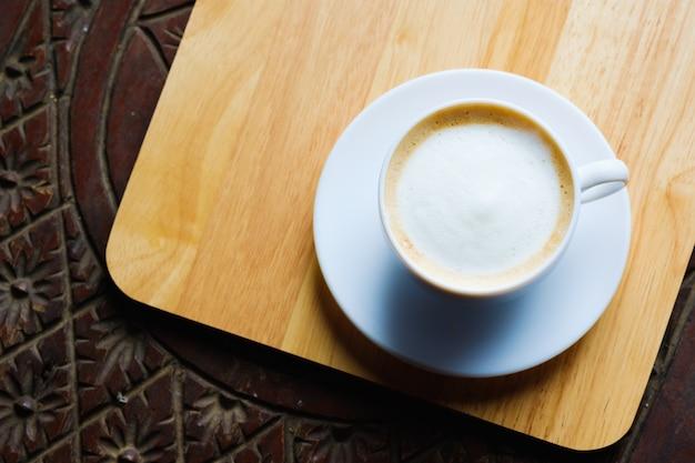 Kawa latte, w kształcie bańki kawy i kopiować miejsca. widok z góry