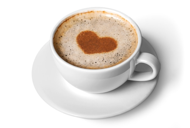 Kawa latte z symbolem serca na białym tle