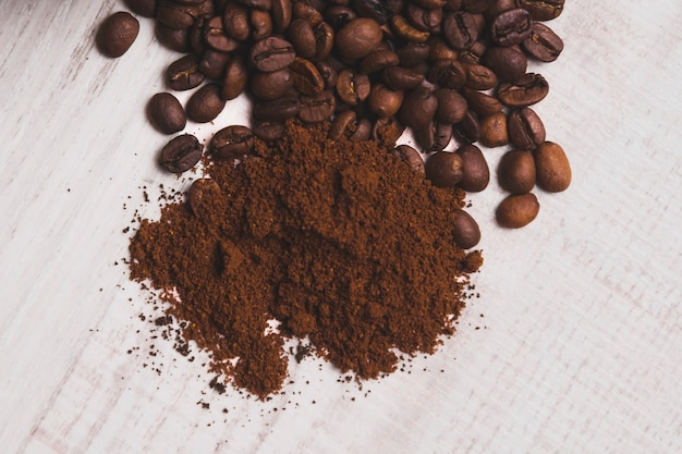 Kawa mielona w pobliżu fasoli