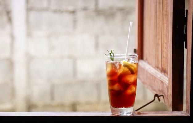 Kawa mrożona americano do picia w wolnym czasie w domu