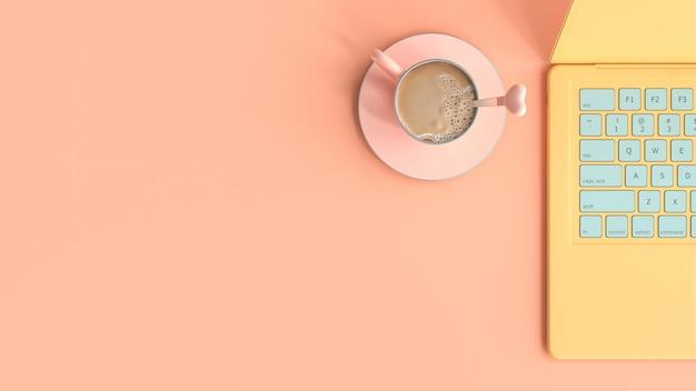 Kawa różowy kubek obok laptopa żółty kolor na biurku widok z góry i miejsce na kopię