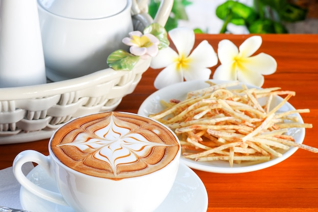 Kawa śniadaniowa cappucino ze słodkim ziemniakiem dla zdrowego