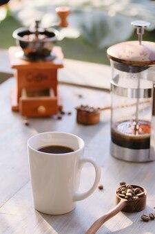 Kawa w słoneczny poranek