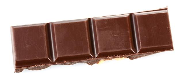 Kawałek czarnej czekolady na białym tle na białej powierzchni