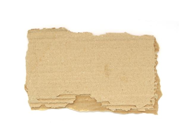 Kawałek rozdartej tektury papierowej