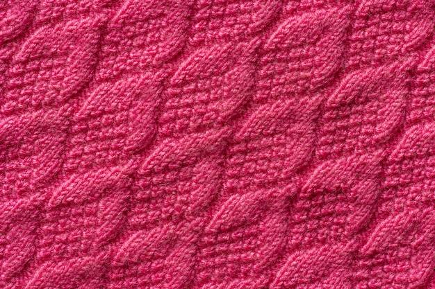 Kawałek różowej dzianiny, tła lub tekstury. przędza dziewiarska ręcznie