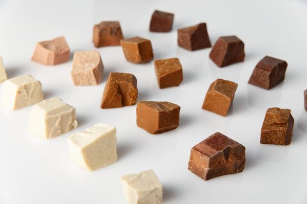 Kawałki innej mlecznej czekolady