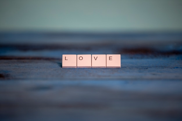 Kawałki klawiatury ze słowem miłość