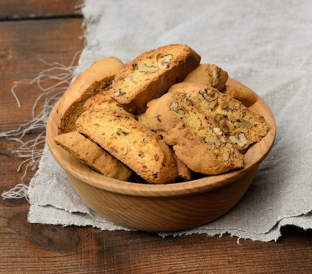 Kawałki pieczonych świątecznych ciasteczek biscotti